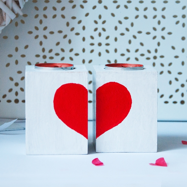 Picture of Valentine's Heart -Set of 2 Wooden Tealight  Holders